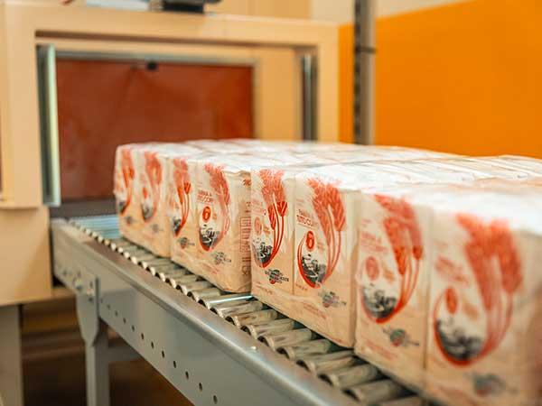 Confezionamento-di-farina-artigianale-per-supermercati-modena